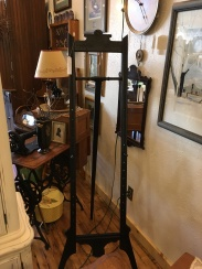 Eastlake Easel in excellent condition.