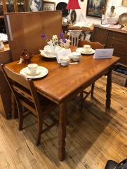 Maple dining table with extension leaves and 4 chairs