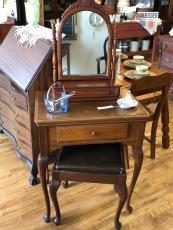Singer Sewing Machine/cabinet/stool