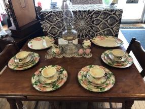 Beautiful Franciscan China! (10) five piece place settings plus!