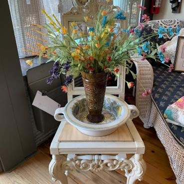 "Gorgeous ""Flower Pot"" Chair"