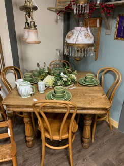 Quartersawn Oak Table w/chairs