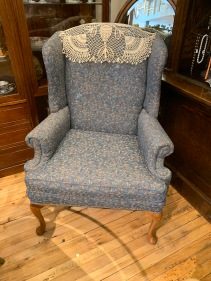This Beautiful Chair will Look Awesome in your Den or Livingroom.