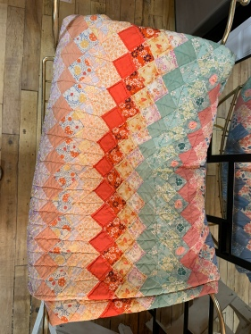 Handstiched Quilt in Excellent Condition!
