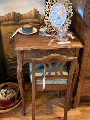 Sweet Vanity with Chair