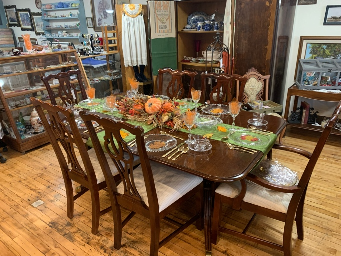 Gorgeous Thomasville Dining Room Table/chairs