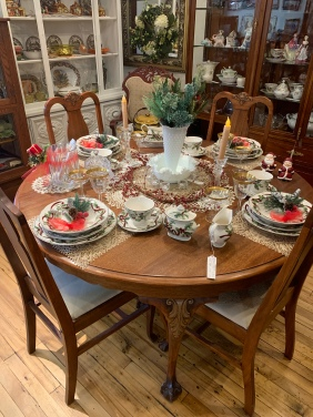 Are you ready to set your Christmas Dinner Table?